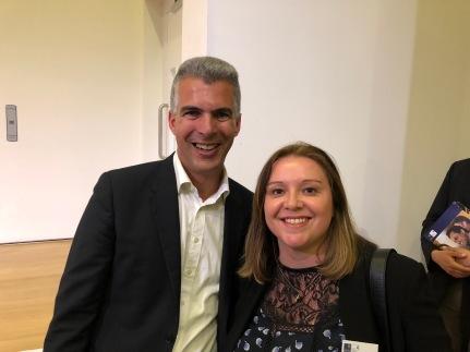 Tatiana Revoredo e Mr. Nir Vulkan, Associate Professor of Business Economics